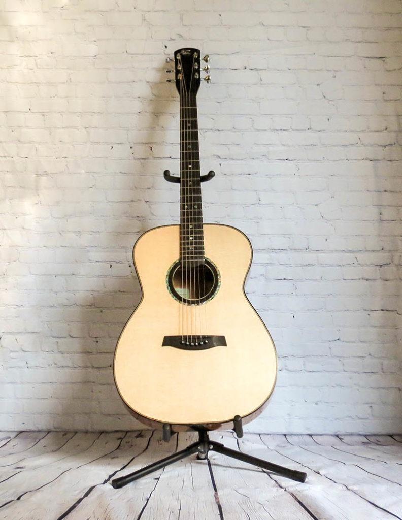 Toir-guitars-wooden